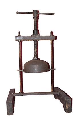 Aplasta cráneos, realizado en hierro y madera