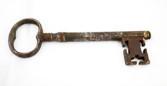 Gran llave de hierro antigua