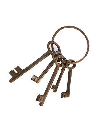 Manojo de llaves antiguas carceleras