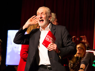 Labour Leader Jeremy Corbyn addresses attendees of a climate rally, Falmouth. 27/11/19