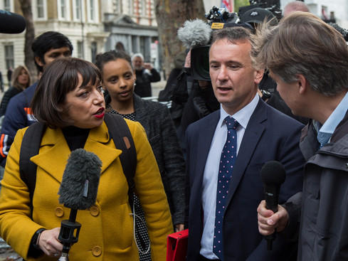 Alun Cairns being hasseld by media outdise Downing Street