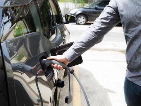 Em meio altas no preço da gasolina, vendas de carros elétricos já cresceram 66% no Brasil em 2021