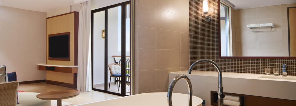 jhbwi-suite-bathroom-2514-hor-clsc.jpeg