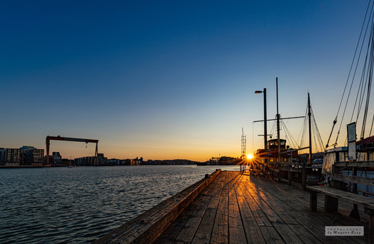 En vacker soluppgång vid sjömagasinet