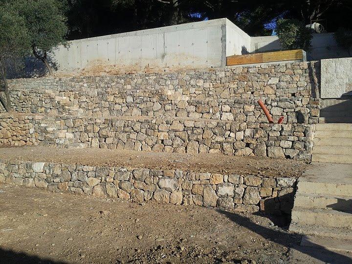 drystone retaining wall