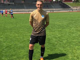 Nadějný fotbalista už zase trénuje :)