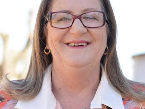 Processo que pode suspender vereadora Miriam tem votação da maioria na Câmara para prosseguir.