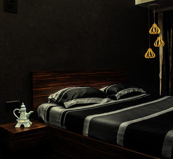 Girls bedroom - black