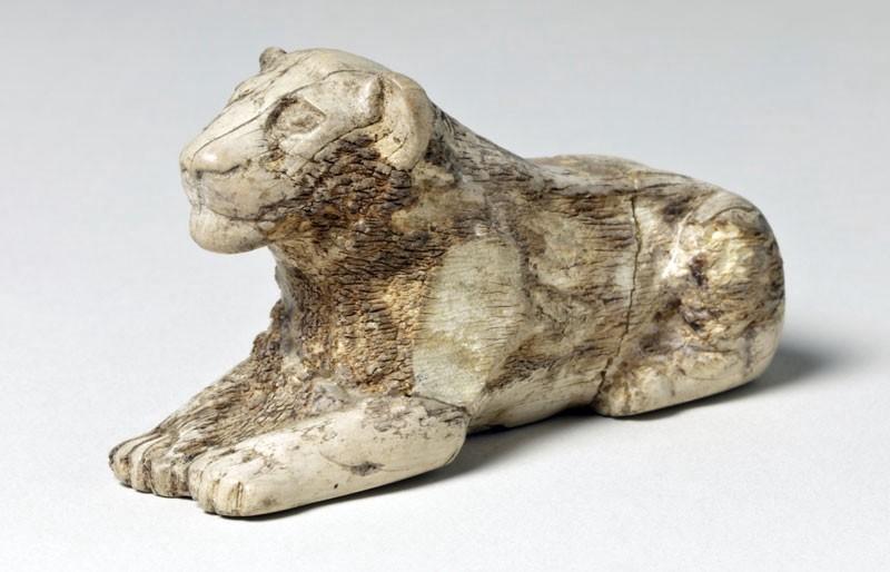 Pion de Mehen (?)en forme de lion, Ier dynastie, Paris, Musée du Louvre