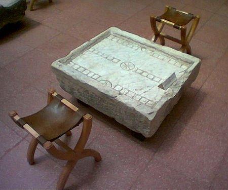 Table de Ludus duodecim scriptorum, Musée d'Éphèse.