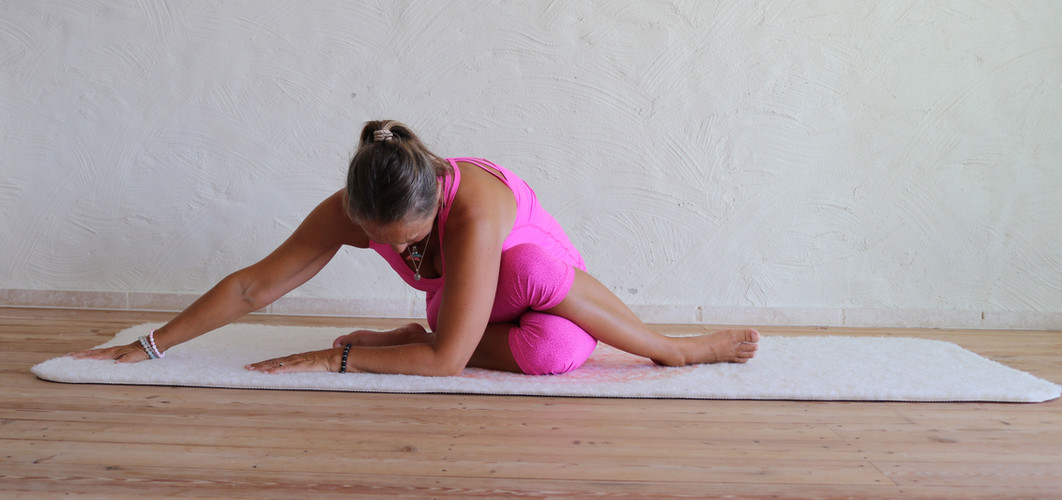 Yin-Yoga-Shoelece-variation.jpg