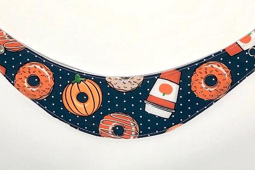Foulard pour chats à motifs de Beignets et Cafés d'Halloween