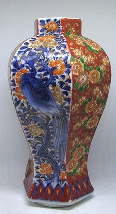 Ваза Япония, ручная роспись.  Идеальное состояние  Высота 16 см.
