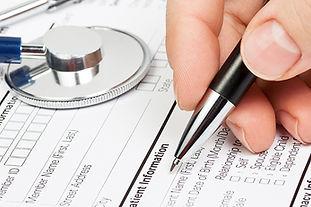 Formulário médico com estetoscópio