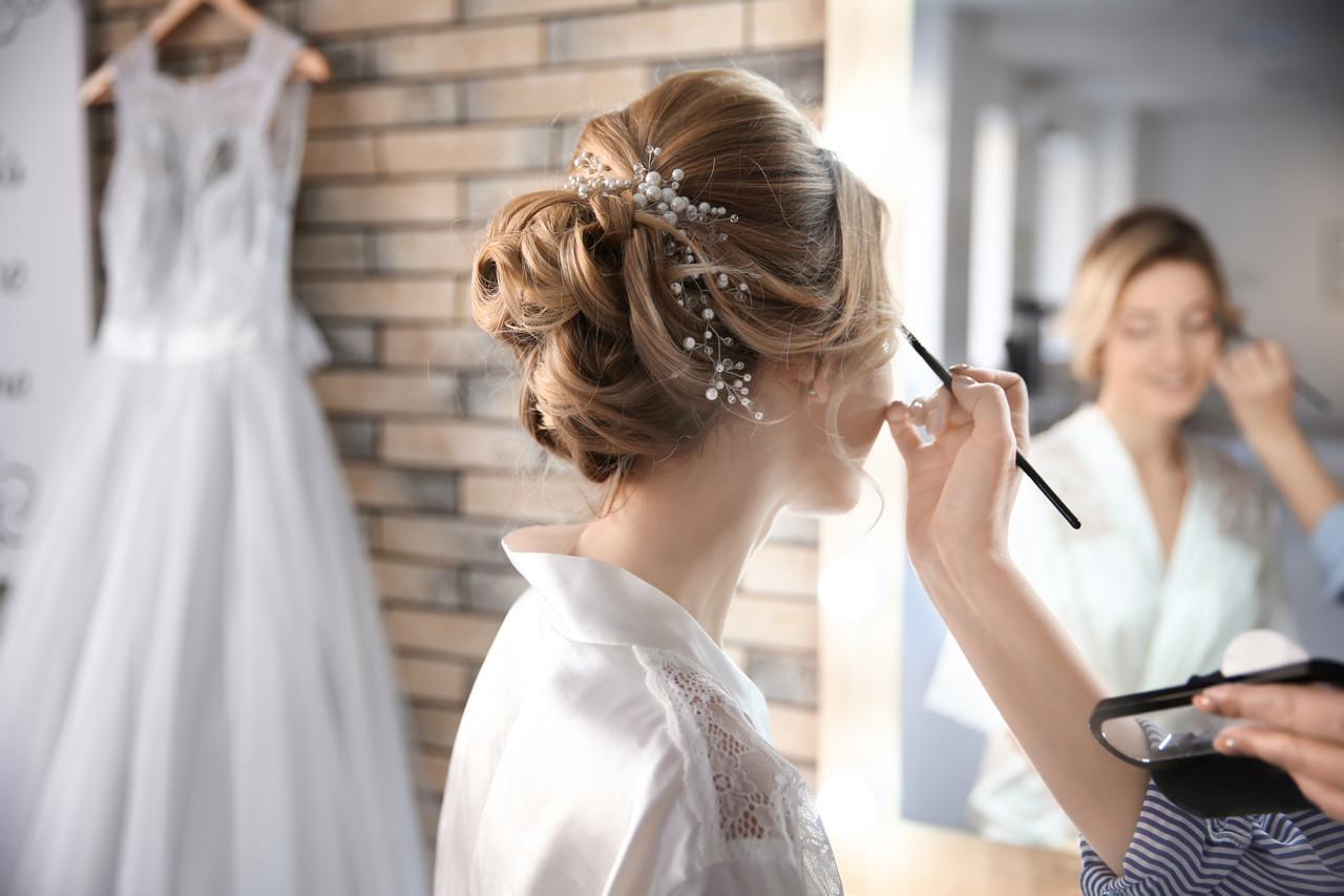 Peinado y maquillaje profesional