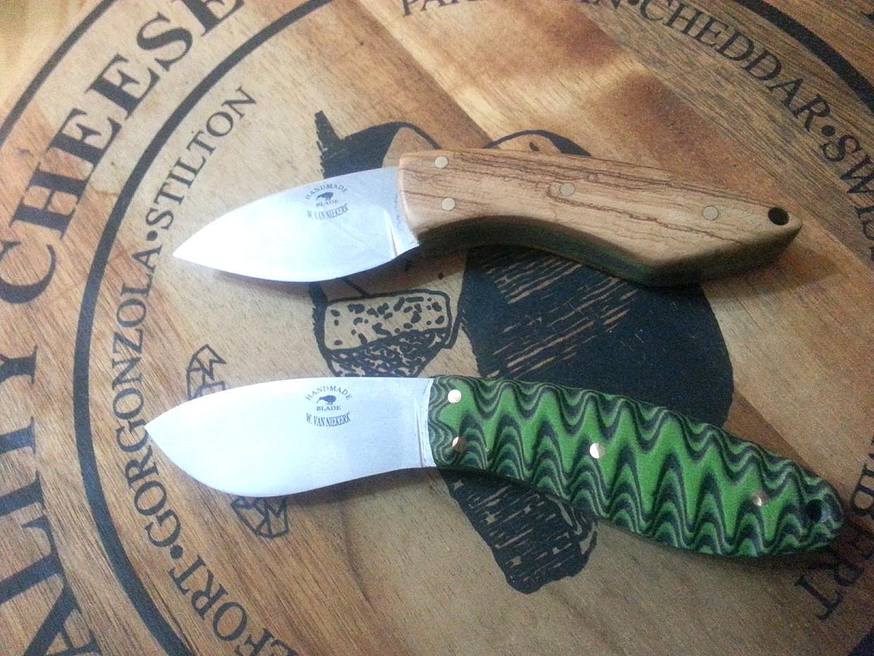 Scalloped G10 Neck Knife.jpg