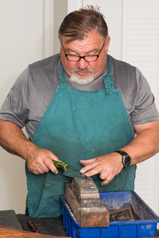 Willie van Niekerk demonstrates the benefits of blade thinning