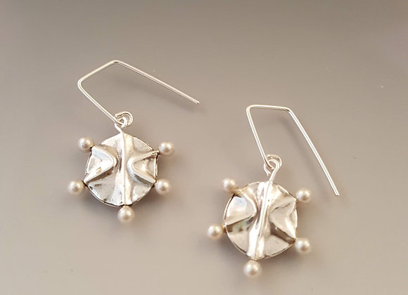 Fine silver earrings with white pearl
