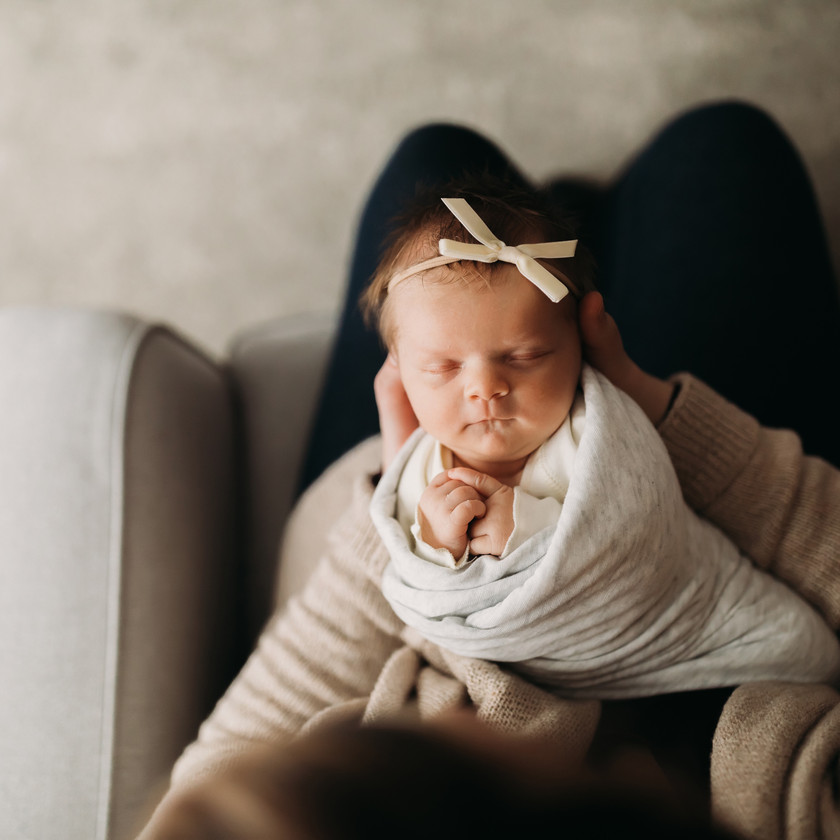 newborn photography kzoo rocking chair