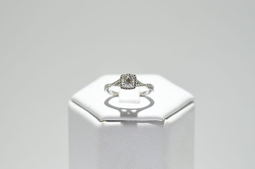 9ct White Gold Halo Effect Diamond Ring