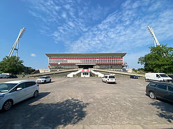 Wir sind vom Investor beauftragt binnen 4 Wochen alle benötigten Gebäude zur Drittligatauglichkeit von Viktoria Berlin im Jahn Stadion zu stellen.