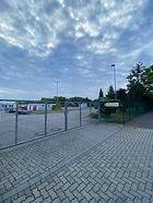 Ab dem 01.07.2021 habe wir ein Zentrallager mit 15000 m² in Mittenwalde. Hier finden auch noch zusätzlich kleinere Firmen ihr Domizil in unserem Gewerbepark. Hier bieten wir für unsere Mieter Logistikleistungen wie auch Dienstleistungen mit an.