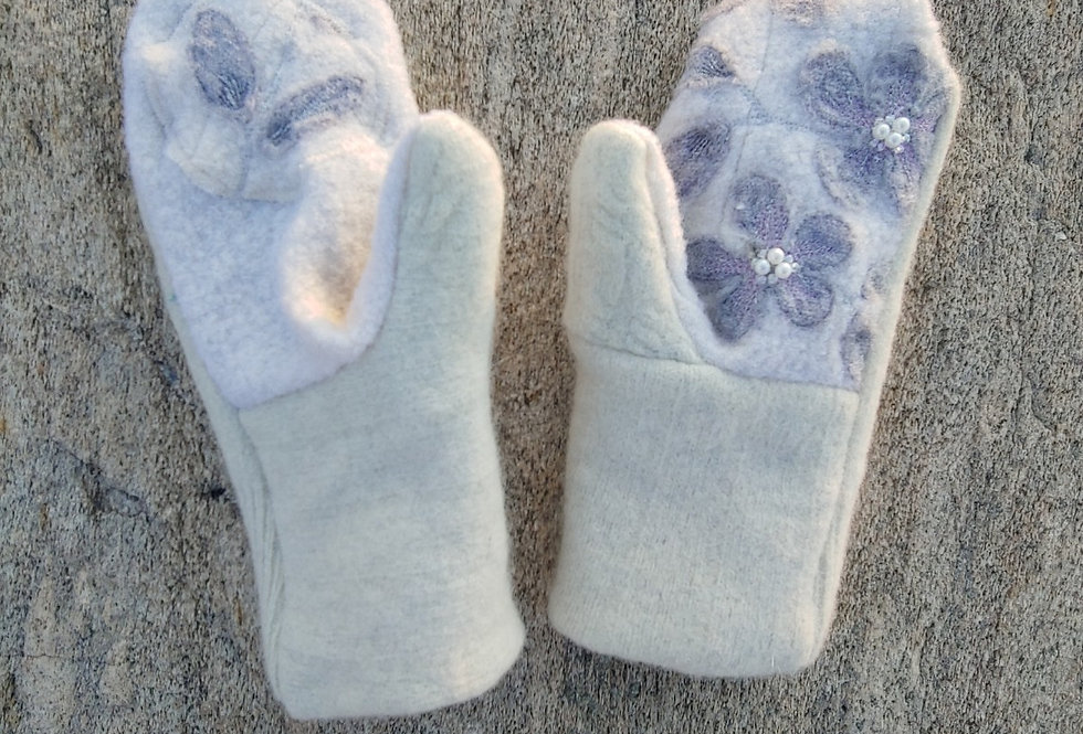 White Brushed and Boiled Wool Mitten with Applique Flower and Cashmere Lining
