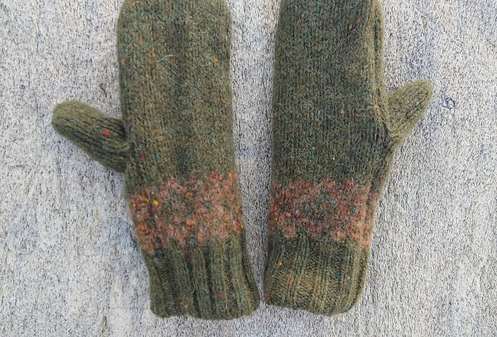 Olive Wool Mittens with rust/salmon  Geometric Design / Cashmere Lining