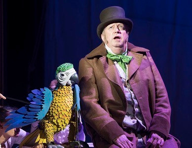 Mark Williams as Doctor Dolittle with Polynesia the Parrot. Pic by Alastair Muir