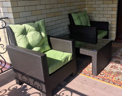 2 кресла и стол из искусственного ротанг