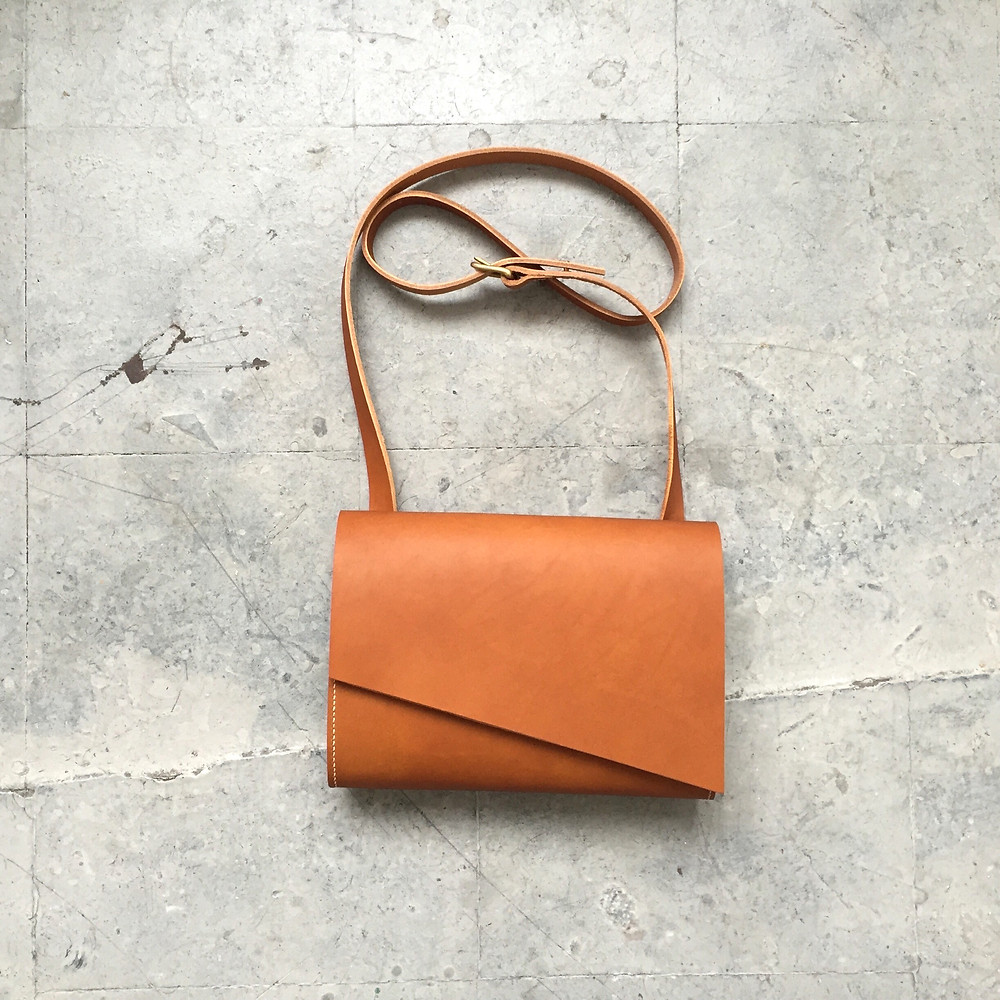 CARV: Tan Leather Crossbody Shoulder Bag