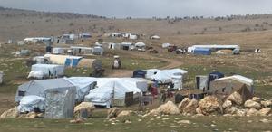 Yazidi IDPs in tents on Sinjar (Seth J. Frantzman)