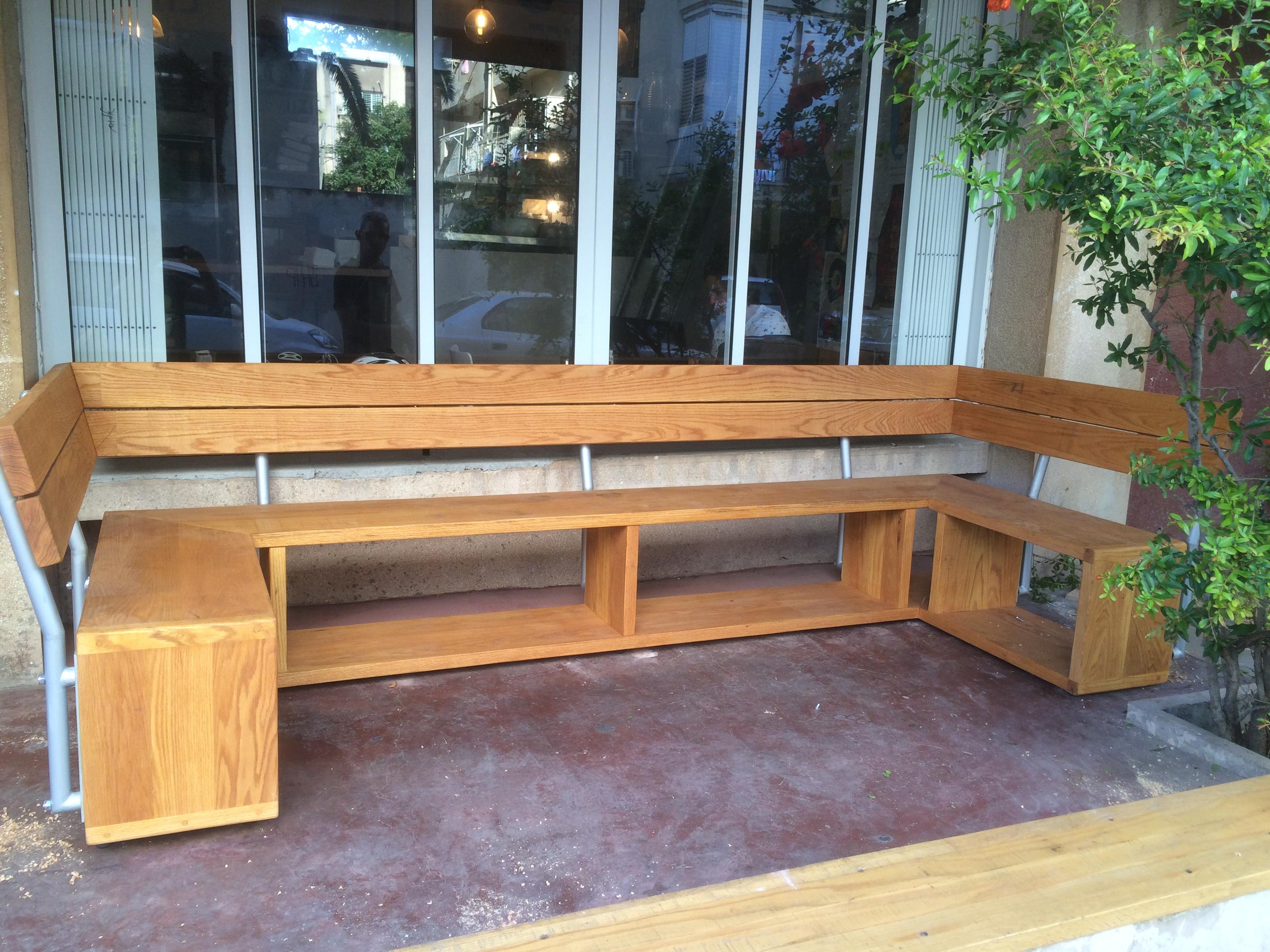 ספסל לבית קפה