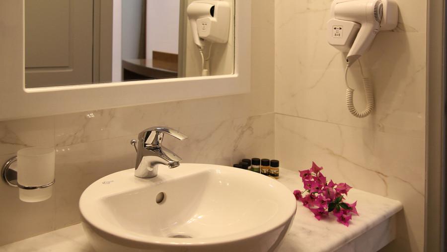 Achilles Hotel Methoni Bathroom
