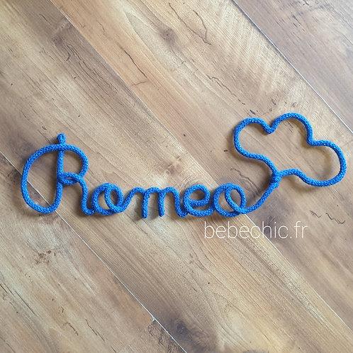Prénom en tricotin Romeo bleu roi nuage personnalise
