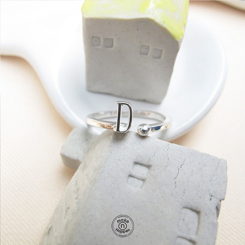 D ring (แหวนเงิน ตัวอักษร D)