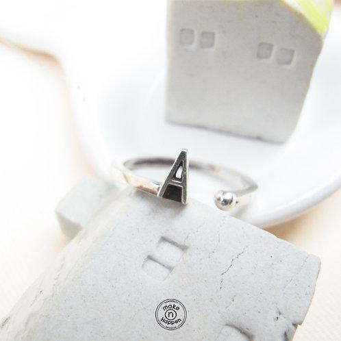 A ring (แหวนเงิน ตัวอักษร A)