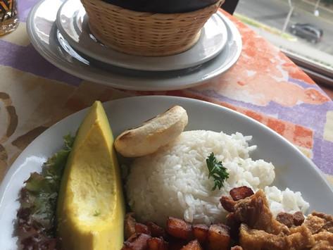 Como escoger los Lugares y Platillos donde comer cuando Viajas - Medellin Colombia