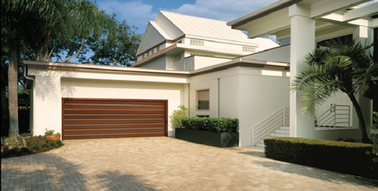 MODERN WOOD GARAGE DOORS.