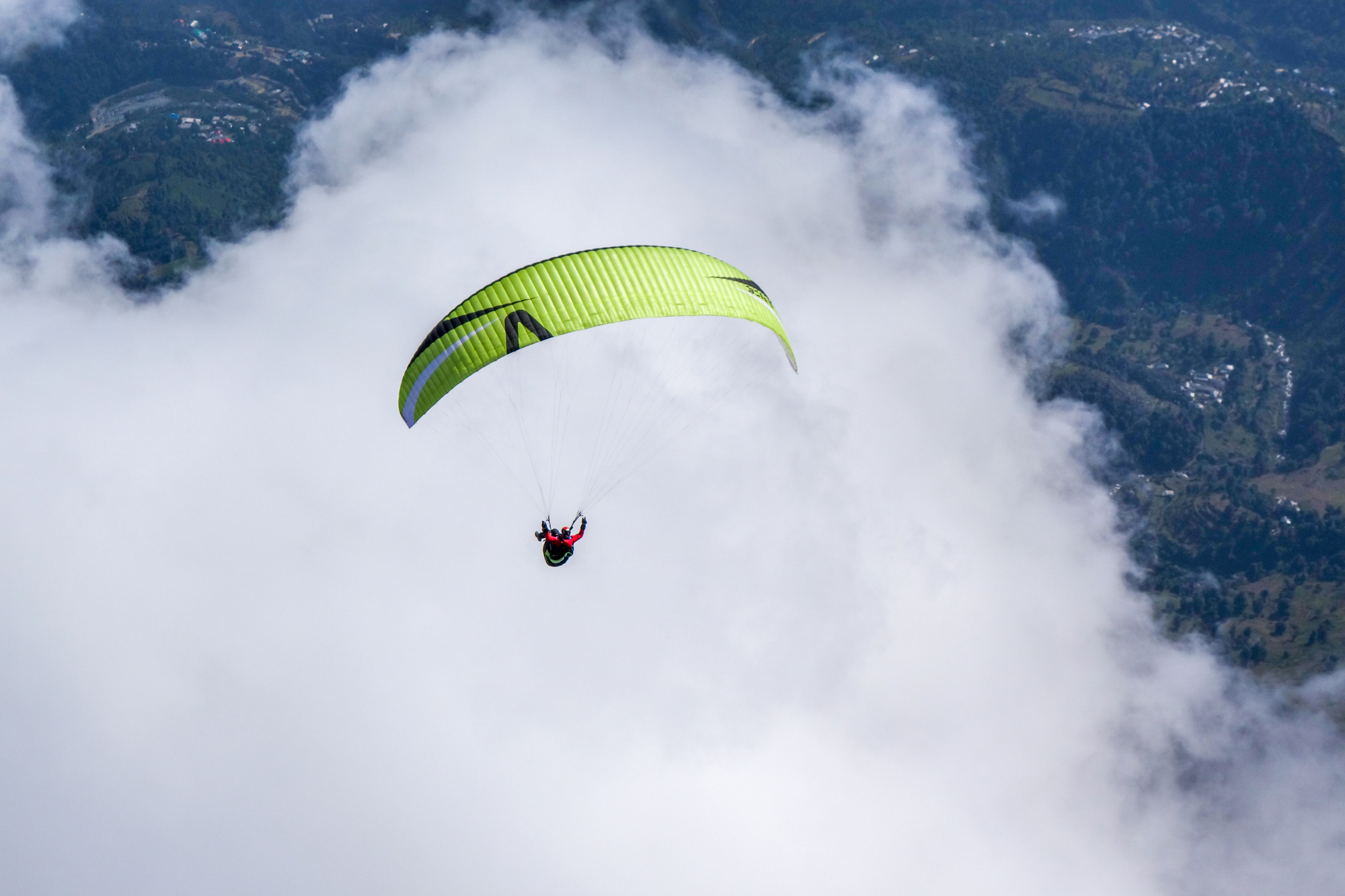 Loraine Humeau above cloud paragliding Himalaya Skywalk supair-4