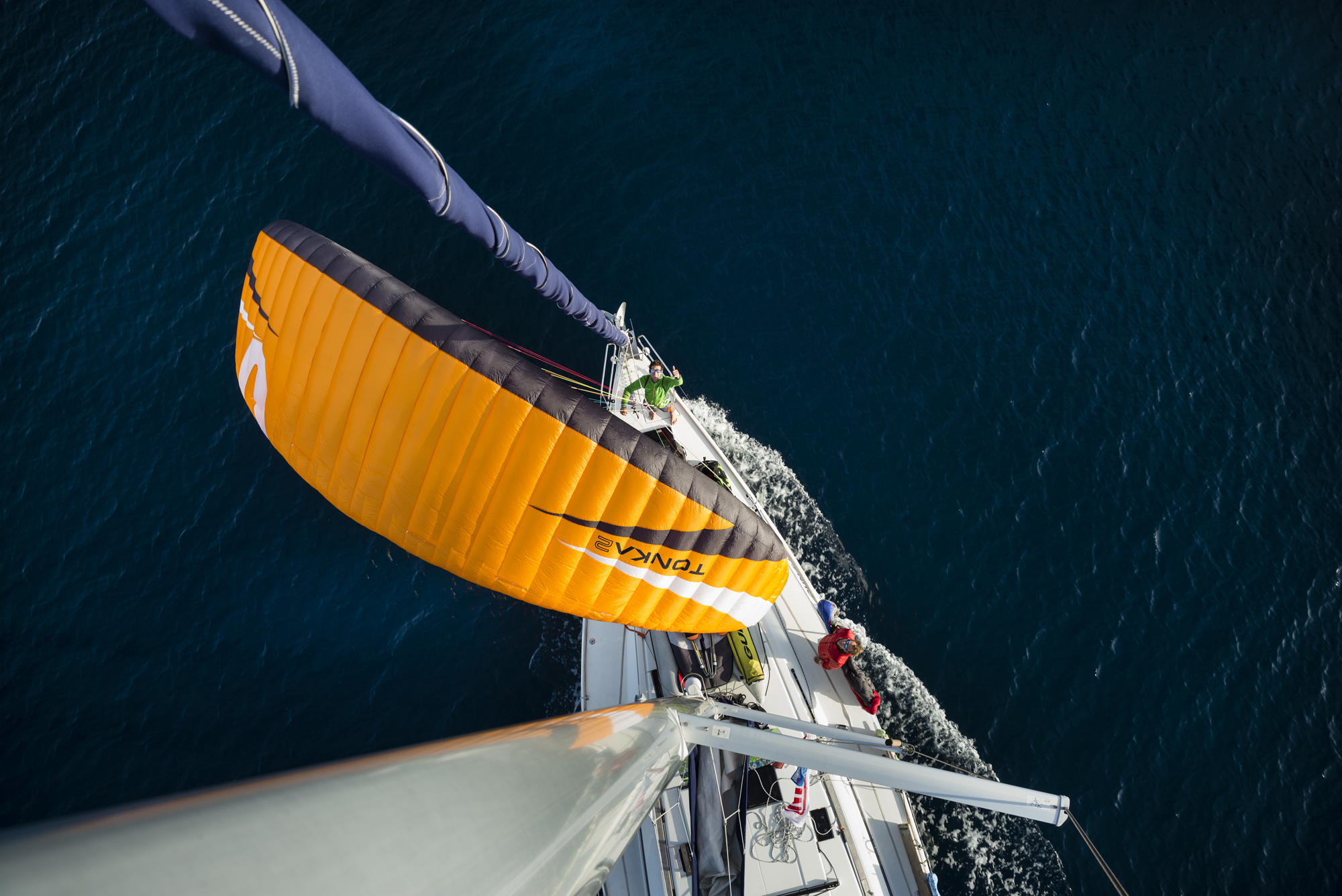Croatie boat expe Francois ragolski groundhandling on a sailing boat paragliding Skywalk Tonka