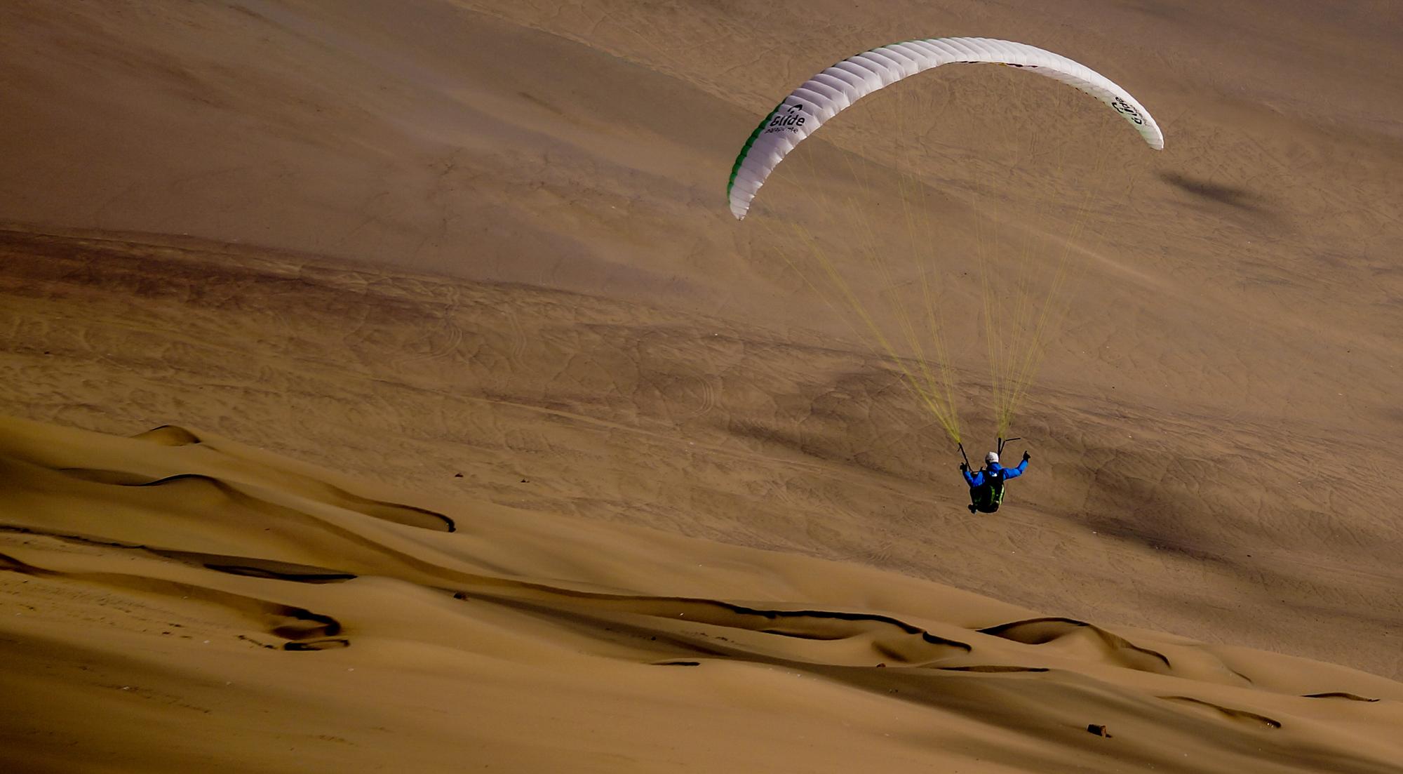 Francois Ragolski durant The Chilean Paragliding Line