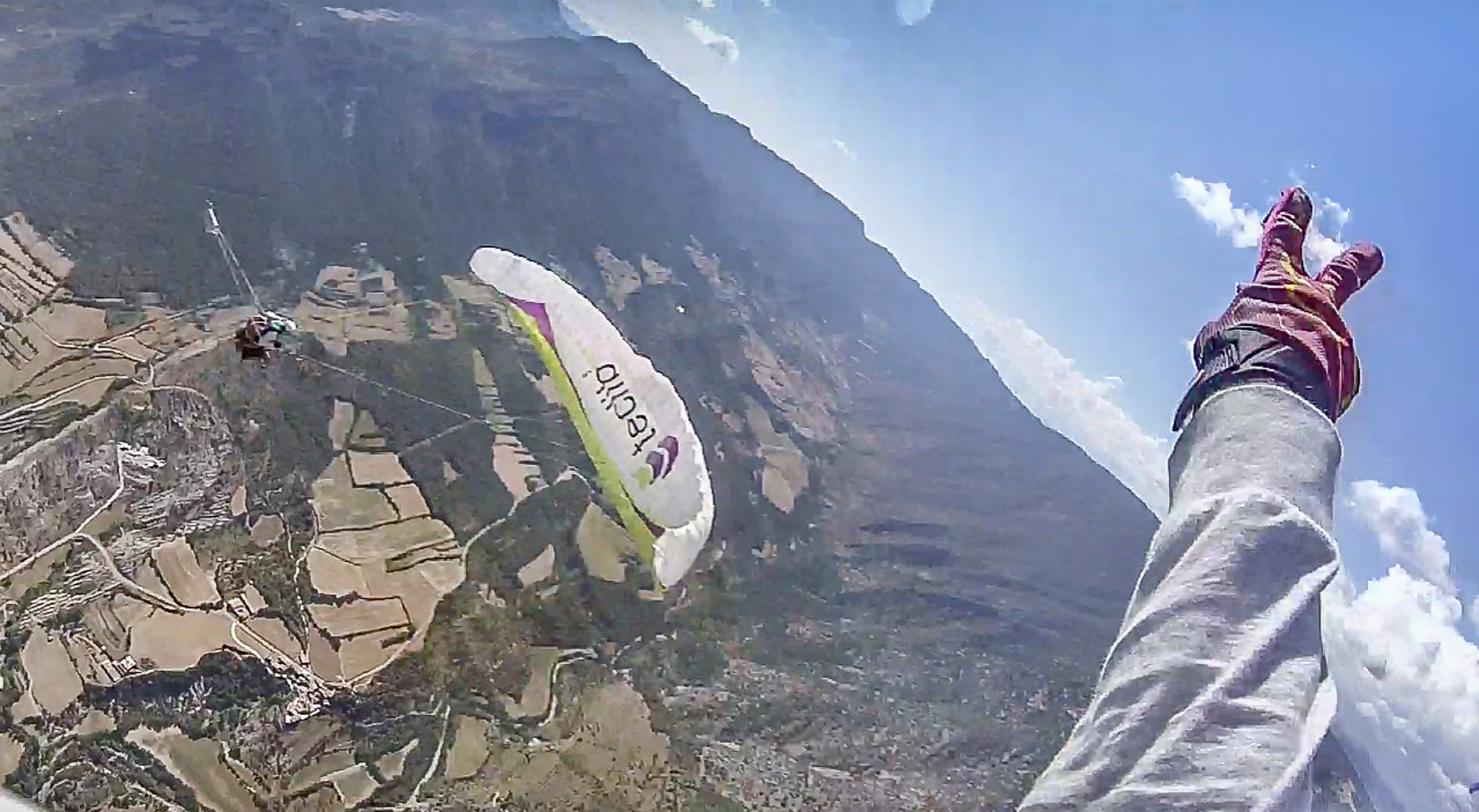 Don't Try This At Home Swing balancoire Pargliding Martin Schricke Francois Ragolski teclib'