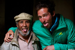 Pakistan expe Karakoram Ragolski Francois  Chasing summit Little Karim tire la langue