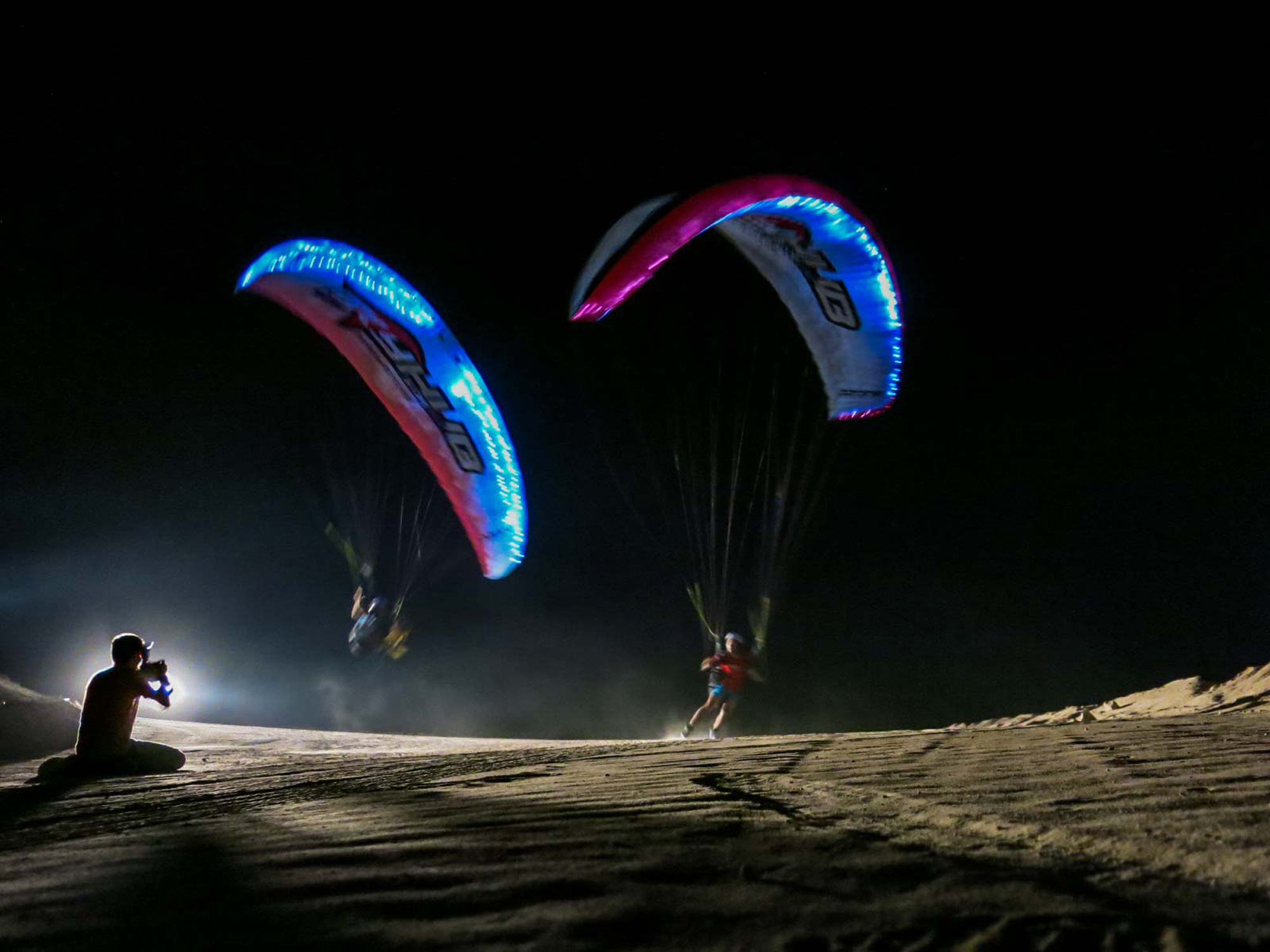 Dubai 2015 Martin Schricke and Francois Ragolski Paragliding by Night