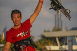 Dubai 2015 kite surf Francois Ragolski SkydiveDubai amazing stunt