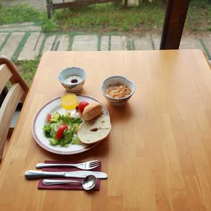 9-dining-hall-breakfast.jpg