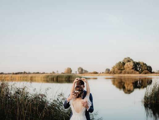 Rustykalne wesele i sesja o zachodzie słońca | Majątek Kaniewo