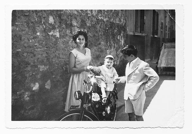 Italian-cousins-in-1952-949432222_4000x2