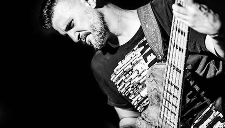 bassplayer's serious face, concert, concentration